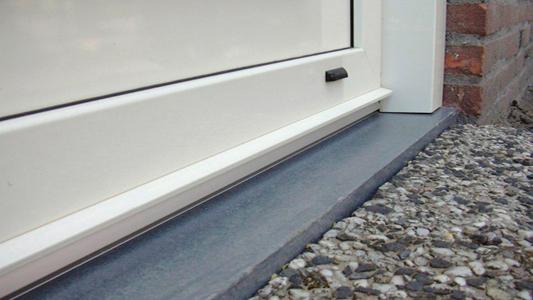 Natuursteen gevelplint deuromlijsting De Bremme Geraardsbergen Zottegem Brakel Galmaarden